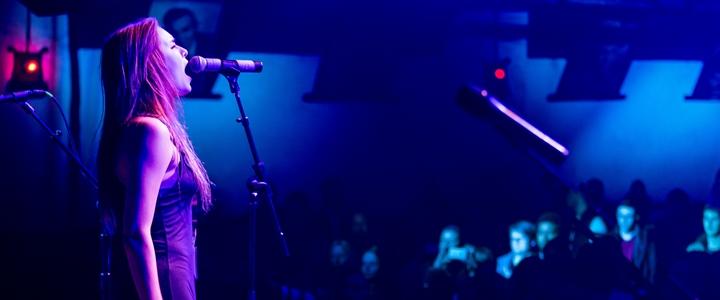 singer-on-stage
